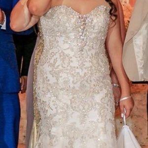 Dresses & Skirts - Strapless Off White Wedding Dress